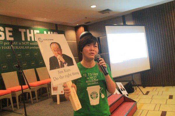 Marie Ko在印尼巴厘島努沙杜瓦舉行的新聞發佈會期間發起了一場關於提高中等收入國家門檻的活動。